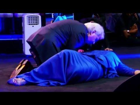 Benny Hinn - Healing Prayer for Pastor's Wife in Johannesburg