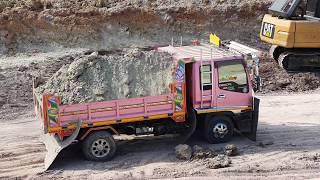 ไส่ดินขนาดนี้!!!รถดั้มร้องอ๊ากกกก Dump truck Excavator