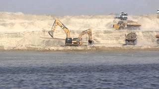 قناة السويس الجديدة: لحظة التحام الحفر الجاف بمياه القناة فى تفريعة البلاح