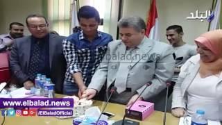 رئيس جامعة بنها يشارك في احتفال عيد ميلاد رئيس اتحاد طلاب تمريض..فيديو وصور