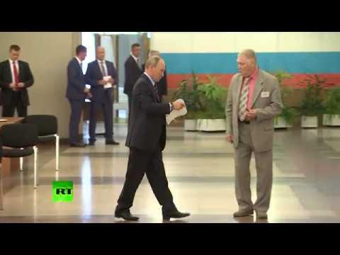 Смотреть Путин, Медведев и Собянин проголосовали на муниципальных выборах в Москве онлайн
