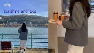 호수가 보이는 카페에서 커피, 평범한 일상과 짧은 대구…