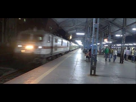 Nagpur Duronto & Dadar Chennai Superfast Express Accelerating At Sion, Mumbai in 10mins !!!