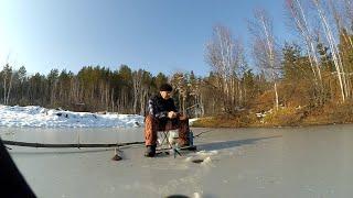 На каракате ЗИС 5 за ротаном рыбачу по первому льду