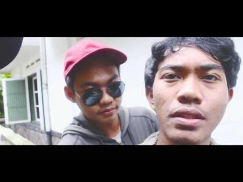 Kelompok Penerbang Roket - Mati Muda (Unofficial Video)