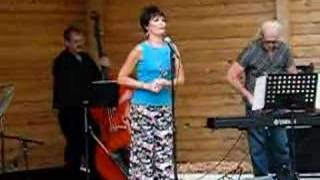 Lucie Arnaz cuts ribbon at the Desi Arnaz Bandshell (1 of 5)
