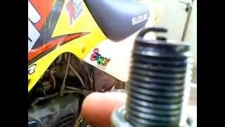 comment changer sa bougi sur sa moto moteur ......