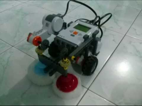 LEGO NXT ROBOT FLOOR CLEANER