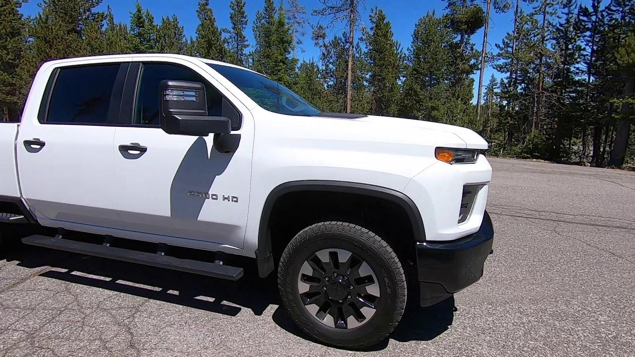 2020 Chevy Silverado 2500 6.6-liter gas on mountain roads ...