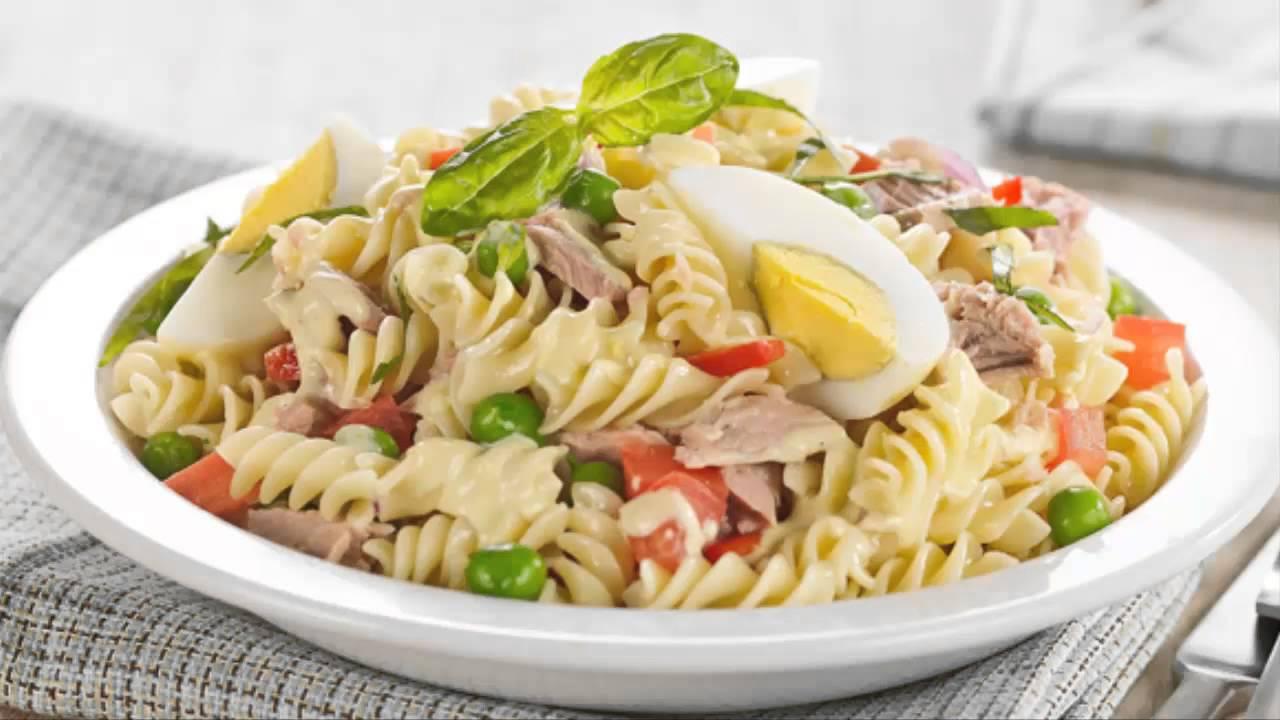 Ensalada de pasta y vegetales salteados un almuerzo - Como preparar una cena saludable ...
