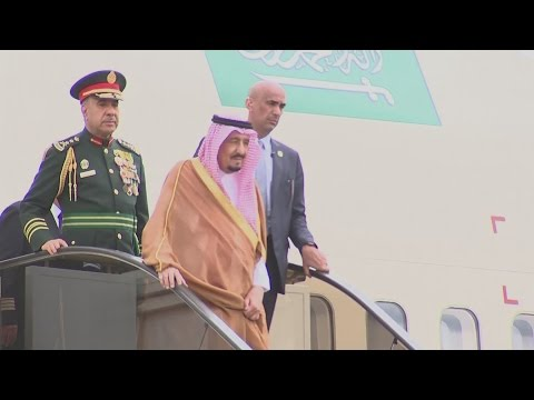 500 tons of luggage: the Saudi King doesn't travel light!