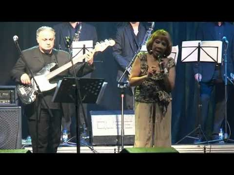 """Mable John performing at Douro Blues 2010 - """"I need your love so bad"""""""