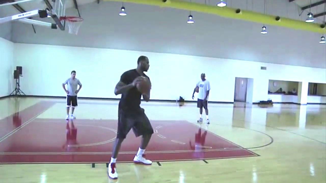 歐拉朱萬教你低位單打進攻腳步3Hakeem Olajuwon & LeBron James Training Sessions 2011 - YouTube