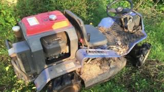 乗用草刈機 ラビットモアを運転 草刈りの様子
