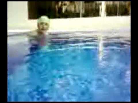 samsung b2100, playing with it in a swimingpool