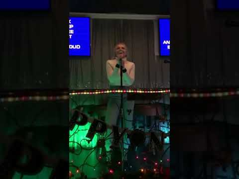 Danielle Bradbery and Friends sing Karaoke 01/02/2019