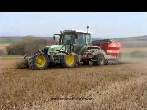 montage vidéo de tracteur et de moissonneuse
