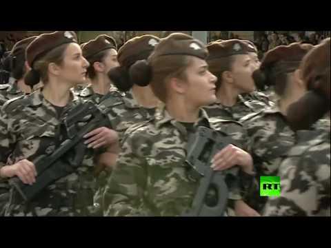 المرأة اللبنانية حاضرة بقوة في استعراض عسكري ببيروت