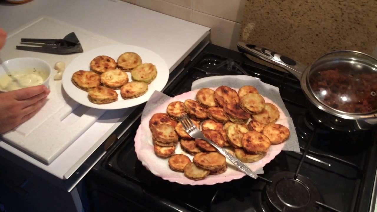 Обжарить кабачки с чесноком