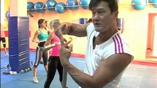групповая тренировка-сушим бедра и плечи