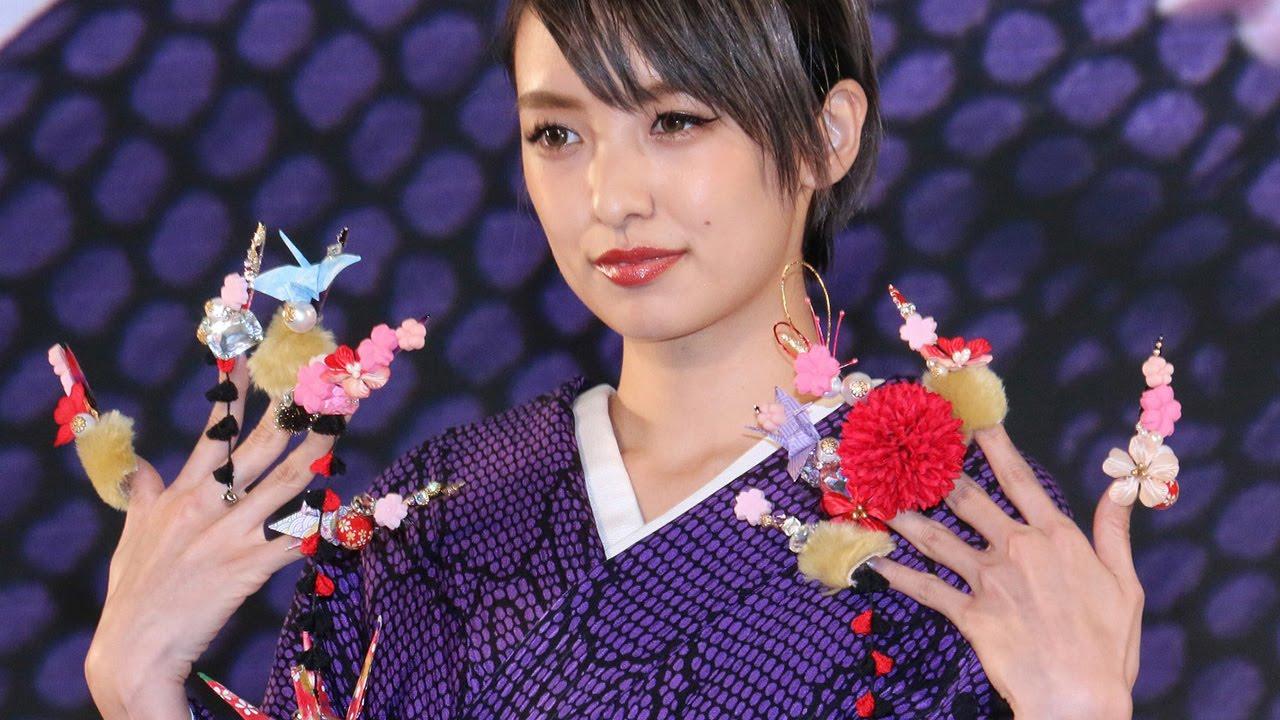南明奈 南明奈、ド派手ネイルを披露!「日本をテーマに」「ネイルクイーン2015」 #Akina Minami #event - YouTube