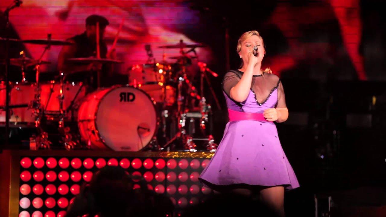 "Download Kelly Clarkson - ""Tie It Up"" Live (Honda Civic Tour 2013)"