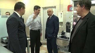 Ректор КФУ посетил лабораторию сверхбыстрой калориметрии