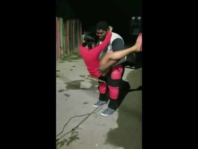 Tazama bonge alivyo onyesha mbwe mbwe kwa huyu dada bonge ni noma #1