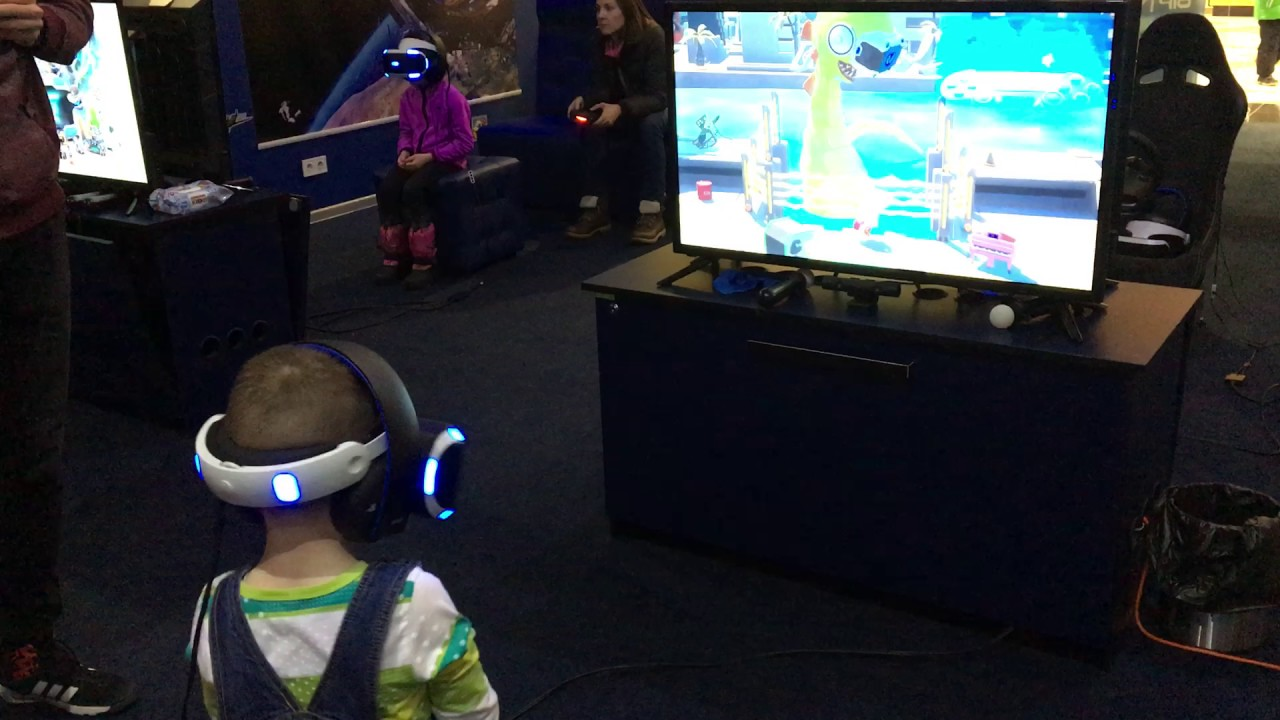 4 years old boy playing in PlayStation VR. Fanny - YouTube