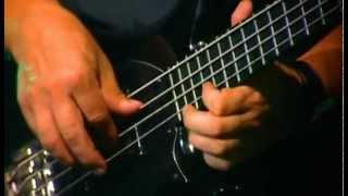 André Gomes - Solo de baixo ao vivo / Bass solo live (Aquarela do Brasil)