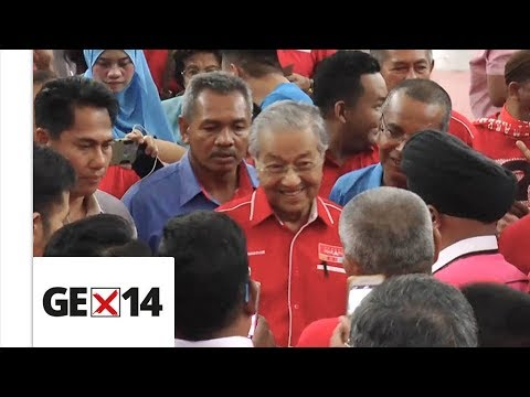 Tun M kicks start his campaign for GE14 in Langkawi