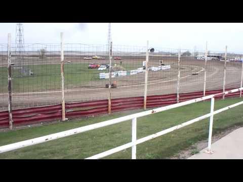 100 1310 2015-05-09 Devils Lake Speedway Truck Heat