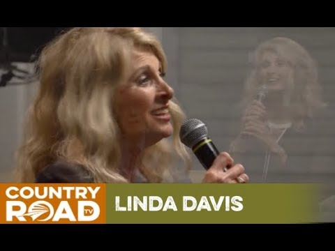 Linda Davis - There's A Sweet, Sweet Spirit in This Place - Country's Family Reunion