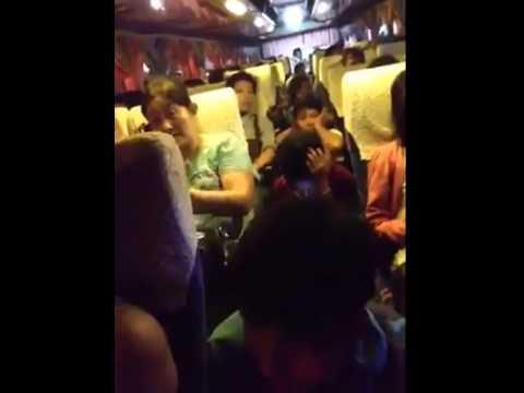 เรื่องเล่าเช้านี้ รถทัวร์ไทยหรือรถไฟอินเดีย! ชาวเน็ตอัดคลิปแฉ รถทัวร์รับคนล้น แทบขี่คอ