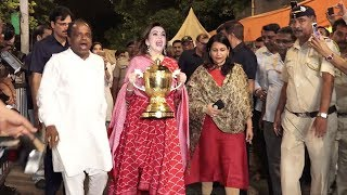 Neeta Ambani Takes Mumbai Indians IPL trophy 2 Siddhivinayak gives Thanks 4 defeating MS Dhoni's CSK