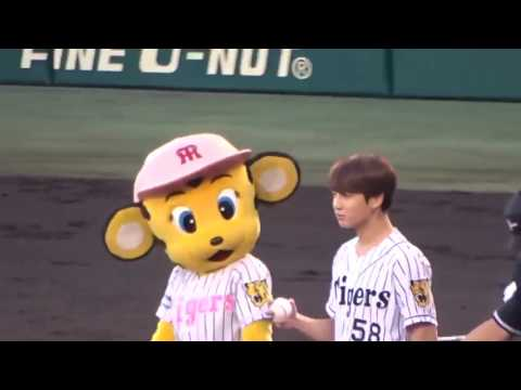 BTS (JUNGKOOK) THROWING THE OPENING PITCH AT BASEBALL GAME (JAPAN) FOR THE FIRST TIME