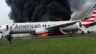 شاهد.. لحظة اشتعال النيران في طائرة