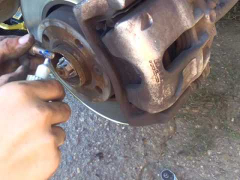 Ларгус замена передних тормозных колодок