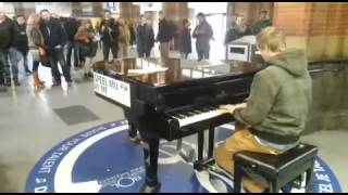 Mike Kaart - Public Piano Amsterdam - Comptine d
