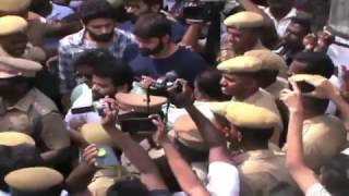 Police Attack On Jalikattu @ Madurai Avanipuram Jallikattu – Must Watch