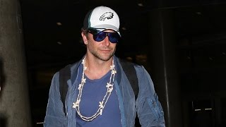 Baixar Bradley Cooper Returns From Romantic Getaway, Stays Mum On Topic Of Marriage