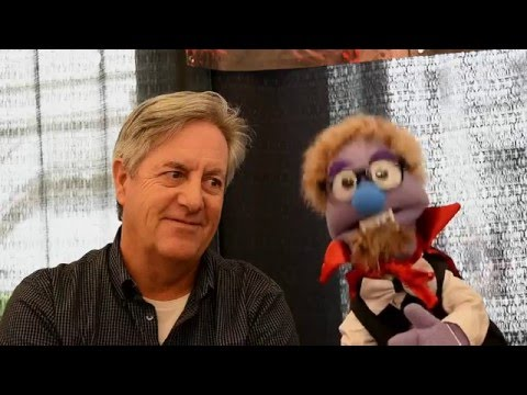 That time David Naughton watched a puppet recite Shakespeare at Monsterpalooza 2016.