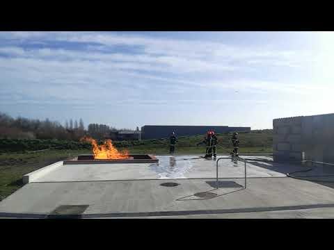 Demonstration Sur Le Plateau Feux Alcool De L'école Des Pompiers à Jarnac