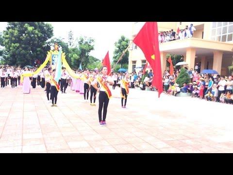 Chi đội Trần Quốc Toản - Phúc Thiêm duyệt nghi thức đội.
