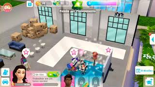 Jogando the Sims móvel (Emanuella Melo)