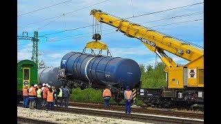 Kisiklott és felborult vasúti tartálykocsik sínre helyezése Vép állomáson (hosszú v.)