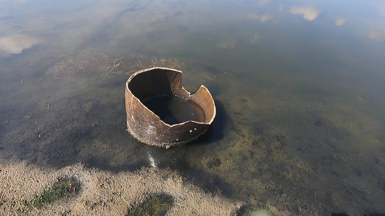 河道退潮留下一个老坛子,一看就不对劲,上前一搅果然有大货