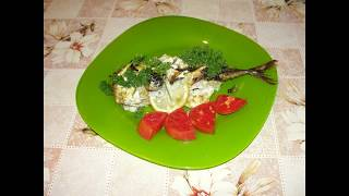 Скумбрия с луком и лимоном запеченная в духовке, очень вкусная. Mackerel, very tasty.