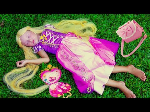 Alice Pretend Princess Rapunzel and play with Mommy with makeup toys