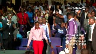Uebert Angel - Prophecy and Singing in Tongues